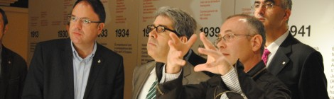 Francesc Homs visita l'exposició sobre Amat-Piniella, en plena polèmica pel vídeo de Telemadrid que equipara catalanisme i nazisme